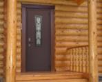 входная дверь в деревянном доме